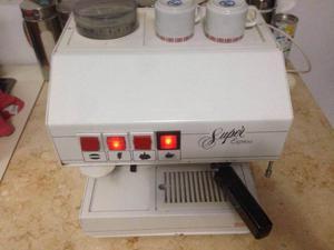 Cafetera express funcionado perfecto con molinillo