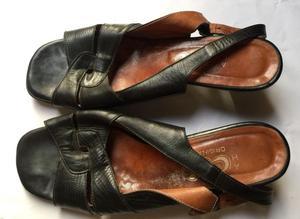 Sandalias de cuero negras. N 38