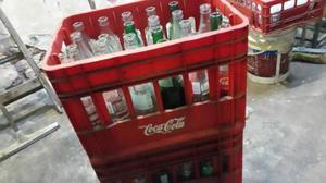 Cajon Esqueleto Con Botellas Coca Cola 350 Ml