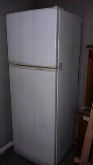Heladera con freezer No frost Hitachi (Meses de uso !!)