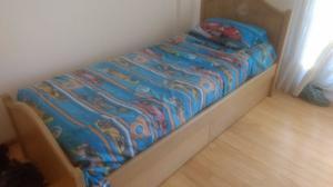 Vendo cama de una plaza PURO ROBLE con dos cajoneras.