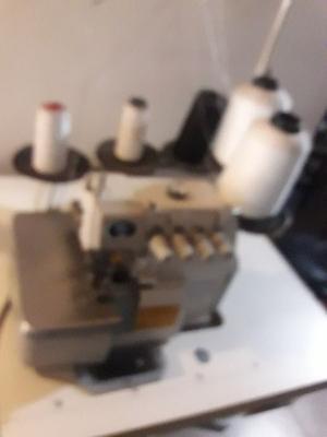 Vendo maquina industrial.5 hilos una sola vez de uso