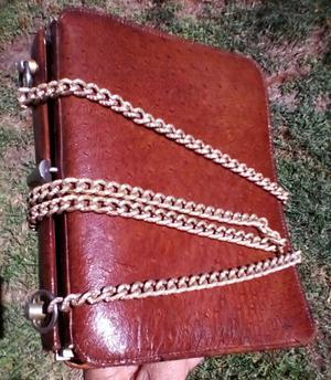Delicada cartera de cuero y apliques de bronce vintage