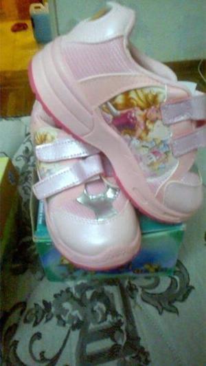 3 pares de zapatillas varias