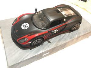 Auto Porsche 918 Spyder a control remoto en muy buen estado