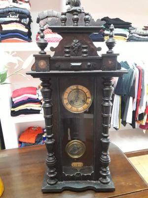Reloj antiguo a péndulo