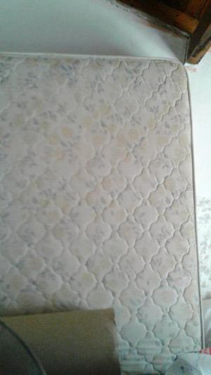 Colchón de una plaza y media usado