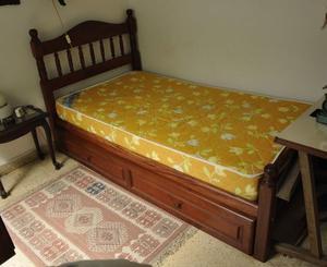 Cama de algarrobo de 1 plaza 1/2 y colchón