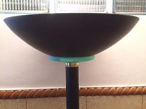 LAMPARA DE PIE CON LUZ DIFUSA Y REOSTATO Usada en excelente