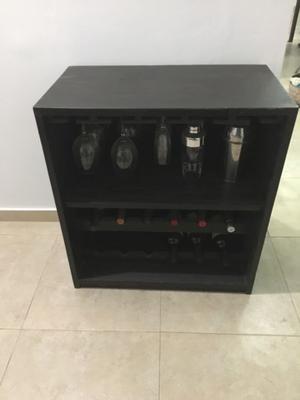 VENDO mueble tipo bar con espacio para vinos y copas.