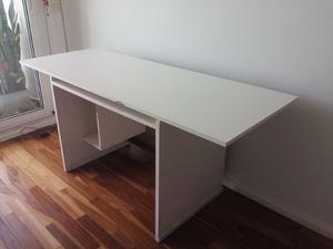 Vendo escritorio de madera blanco en excelente estado