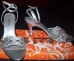 Zapatos plateados con taco N° 37