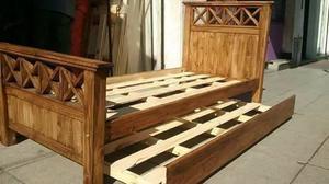 Cama de pino macizo en cruz.