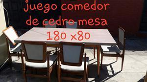Hermoso juego de mesa y 6 sillas de cedro muy bueno
