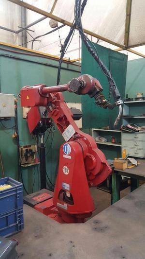 ROBOT INDUSTRIAL CON MAQUINA SOLDADURA MIG