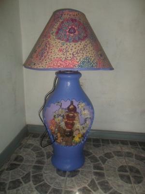 Velador con fuente de agua, luz interior