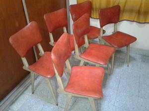 Juego de 6 sillas de madera tapizadas.