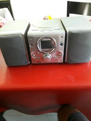 Minicomponente DAIHATSU. Cd mp3 radio. Con control remoto