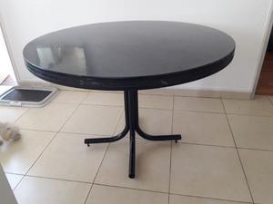 Vendo juego de mesa redonda y 5 sillas