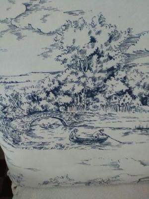 Almohadón grande de lino blanco con detalle provenzal en