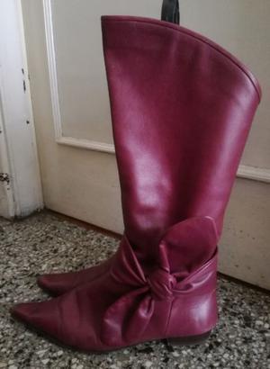 Botas de Mujer de cuero violeta. Talle 38.