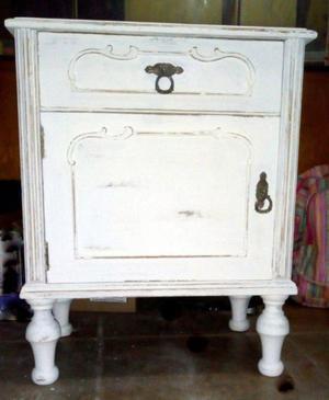 Mesa de luz antigua restaurada