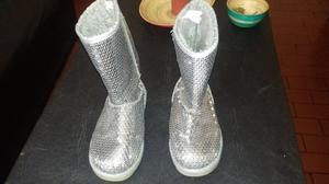Botas grises de nena