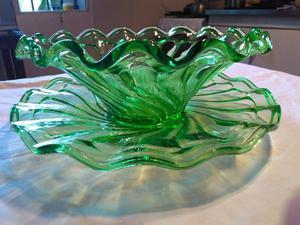 Fuente-Frutera color verde de cristal con su plato antiguo