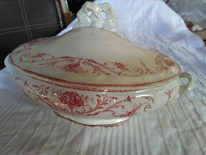Fuente-Quisera de porcelana con tapa antigua