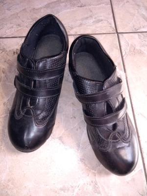 Zapatillas de cuero usadas
