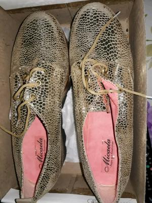 Zapatos dorados a estrenar