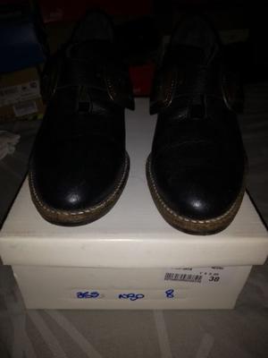 Vendo botas negras de cuero