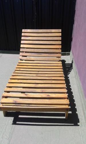 camastro en madera lustrada