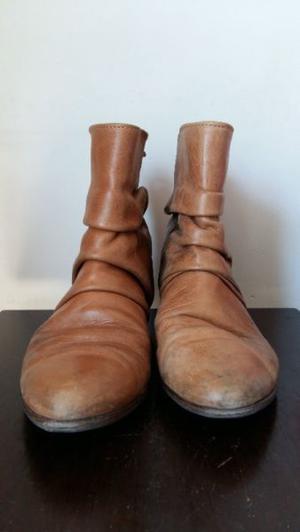Botas de mujer, de cuero, color suela, talle 37, marca Clona