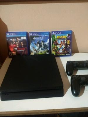 PS4 slim 500 gb, 2 joystick y un juego a elección