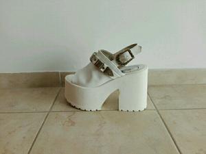 Sandalias plataformas blancas número 36 un uso