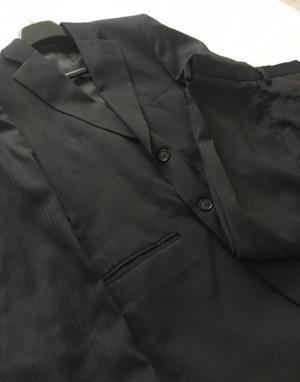 Traje negro, marca GRAFFITY, talle 48.