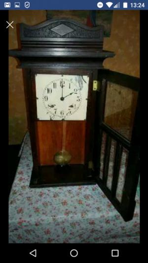 Vendo reloj antiguo a péndulo