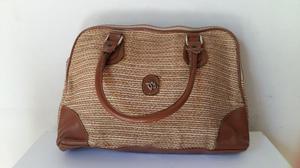 Cartera tela rústica, con detalles en cuero, color marrón