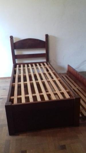 juego de camas de algarrobo,una con marinera y mesa de luz