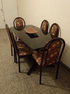 Juego de mesas y sillas impecables