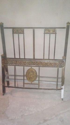 Se vende cama de bronce de una plaza