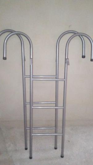se vende dos escalera de metal para cucheta