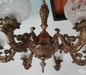 Araña antigua de bronce fundido