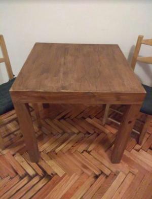 Mesa de Madera y 4 Sillas de Mimbre, 4 Almohadones de Regalo