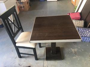 vendo 19 mesas 1x1 y 26 sillas para bar o resto
