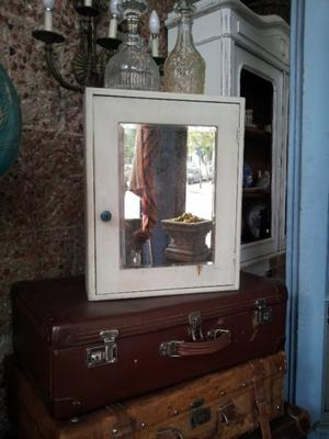 Botiquin Con Espejo Biselado Y Estantes $799