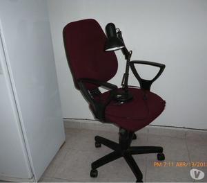 vendo silla y lampara de escritorio las dos a mil pesos.