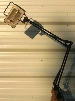 Lámpara de Escritorio/Arquitecto ajustable. Usada. Incluye