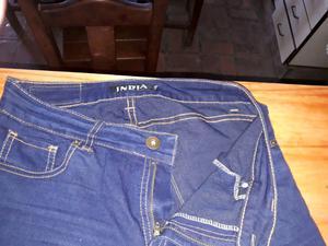 Jeans elastizado color azul. India. Talle 42. Sin detalles.